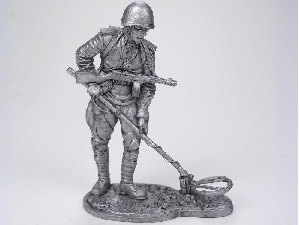 Фигура оловянная Ряд. сапёрных частей Красной Армии с миноискателем, 1943-45 гг. СССР WWII-58