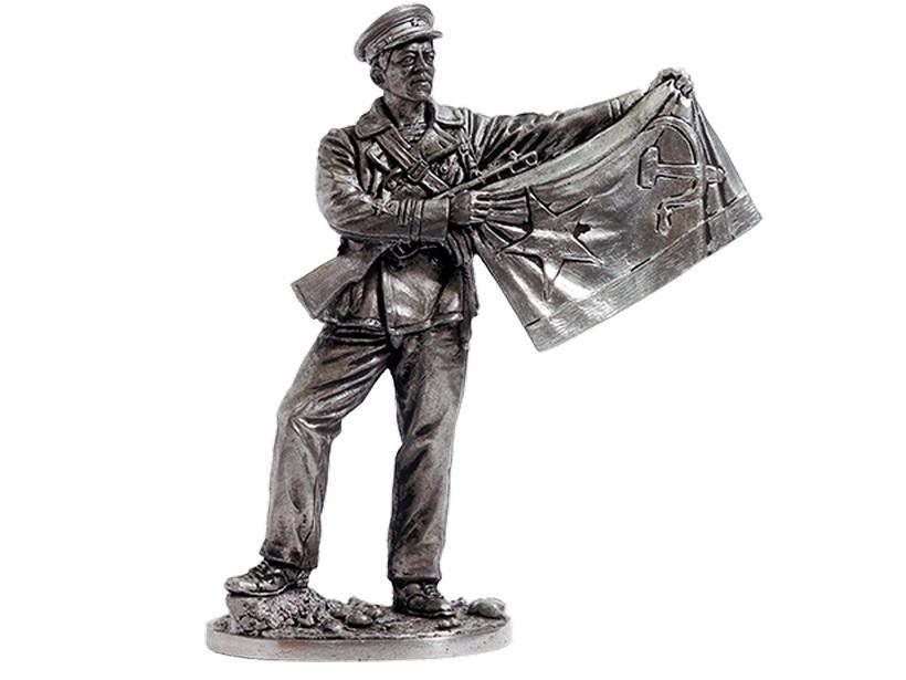 Фигура оловянная Старшина 1-й статьи с флагом ВМФ, 1941-43 гг. СССР WWII-36